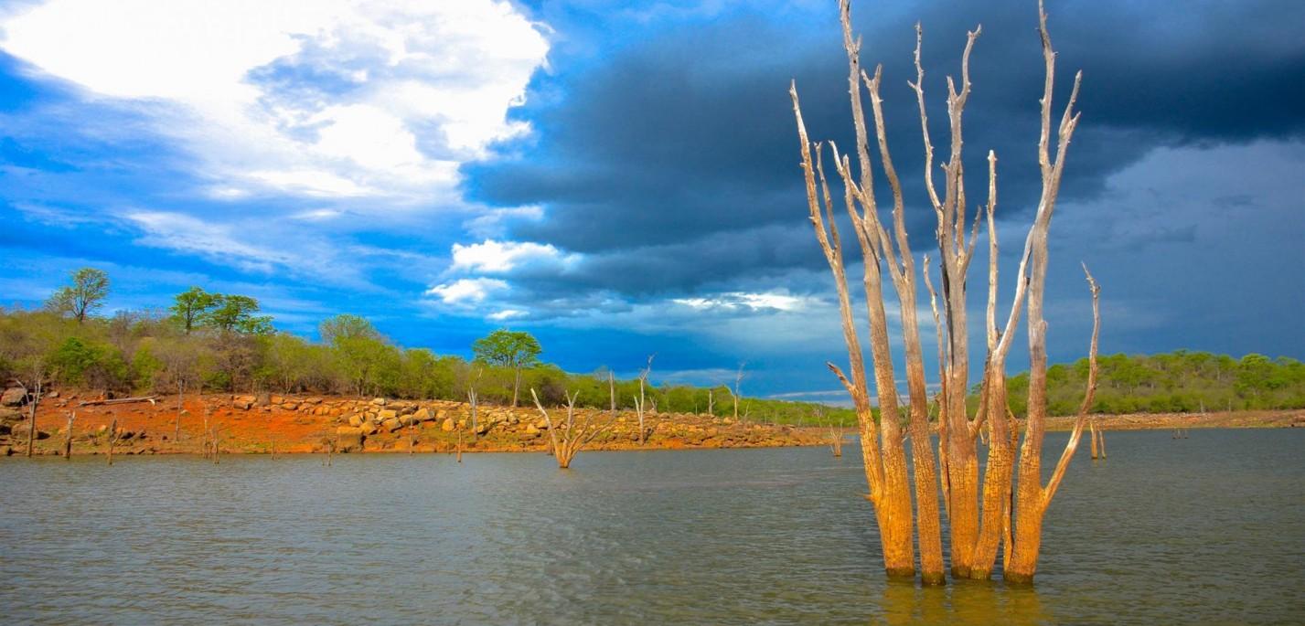 במעלה נהר הזמבזי – ספארי בוטיק באפריקה