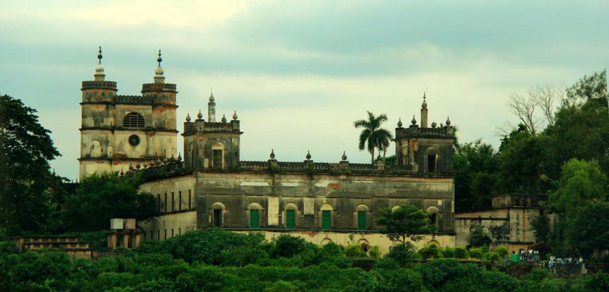 הודו הקסומה: מסע תרבויות ושייט מלכותי בגנגס