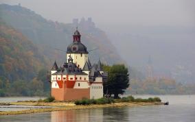 שייט ושירה בציבור בנהרות ותעלות אירופה עם אפי נצר!